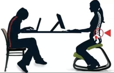 Chaise à genoux VS chaise classique