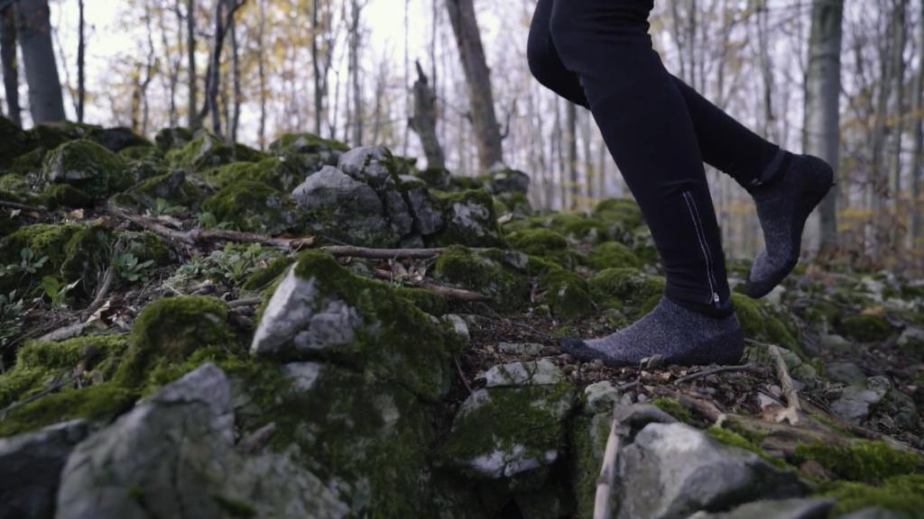 Attention au trail : l'absence de semelle peut être douloureuse dans les cailloux !